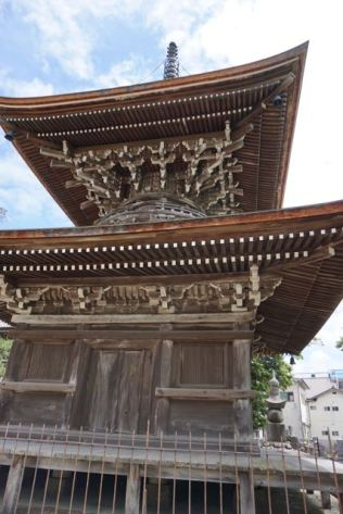 The 2-storey Tahoto Pagoda up close