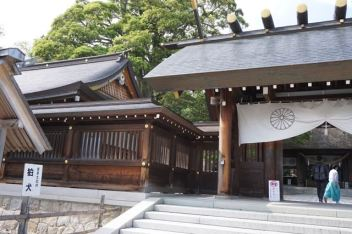 Entrance of Motoise Kono Shrine unclose