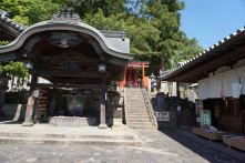A small shrine next to Nigatsudo