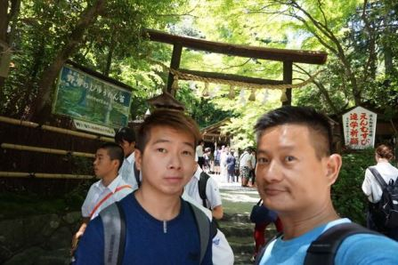 Taking a wefie at the entrance of Nonomiya Shrine