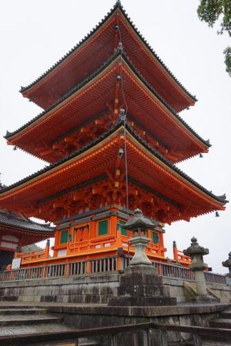 3 storey pagoda behind Nio-mon