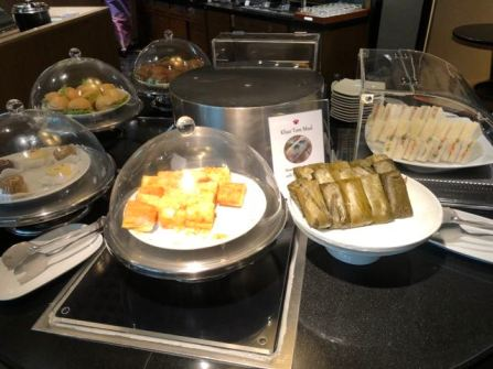 Finger food in Royal Orchid Lounge at Concourse E