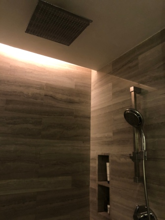 Walk-in shower cubicle with rain shower and regular shower head