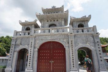 Entrance of Thai Vi Temple up close