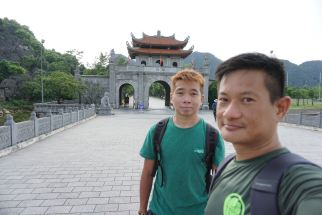 Taking at wefie on the bridge to Hoa Lu