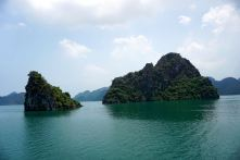 The calm sea makes sailing in Halong Bay very relaxing