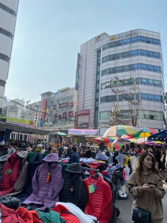 There are a lot of stalls at Namdaemun Market