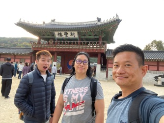 Wefie at the main entrance to Hwaseong Haenggung