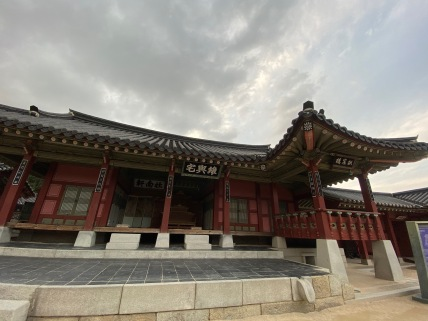 One of the buildings in Hwaseong Haenggung