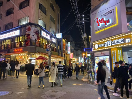 There are a number of restaurants in Gangnam Garosugil