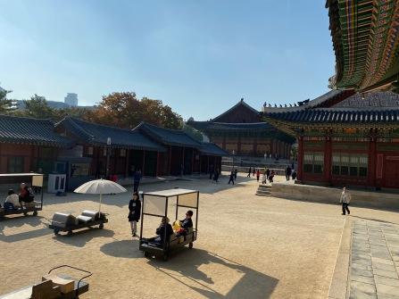 Square in front of the sleeping chambers of the Korean King